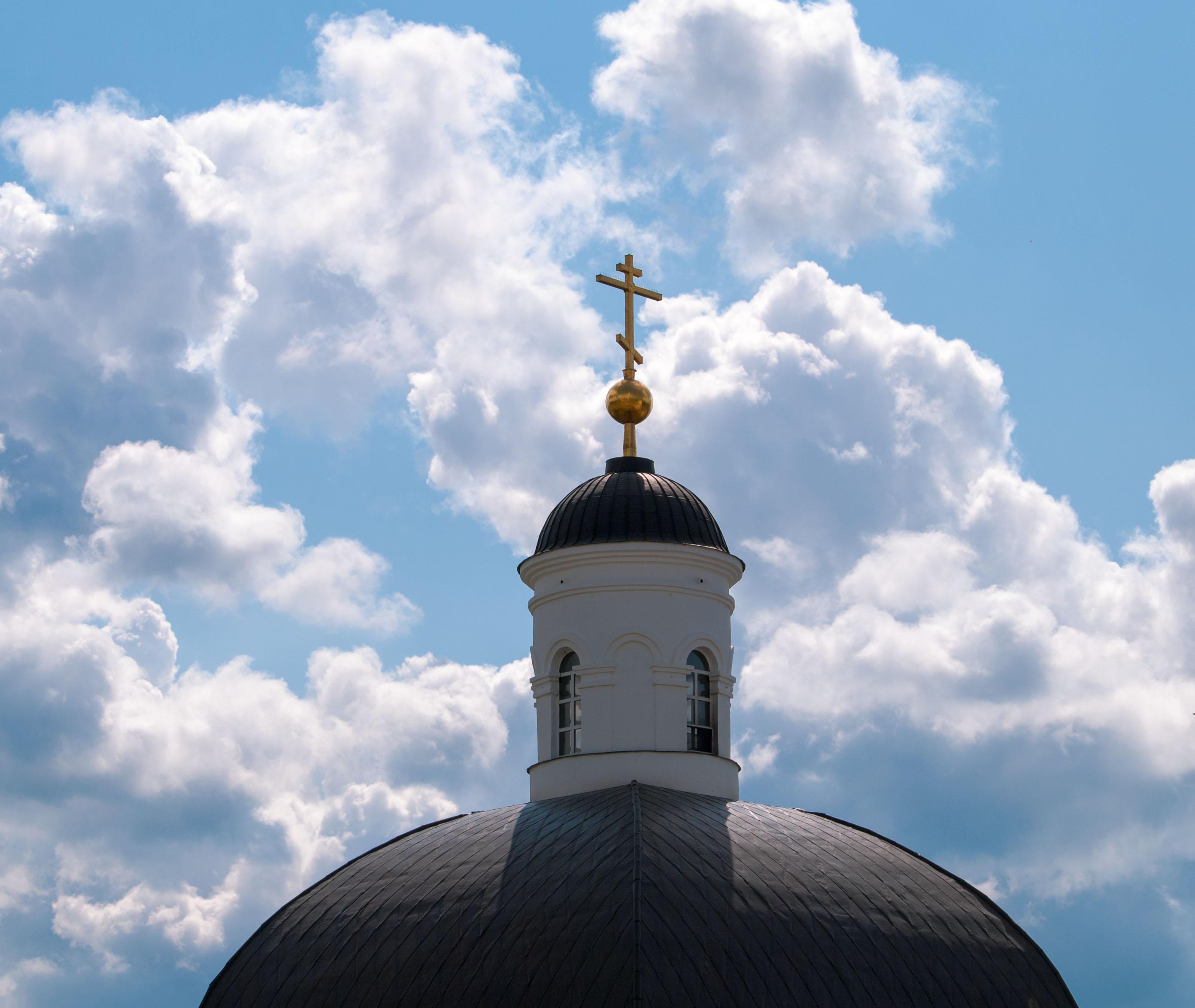 Крест на фоне